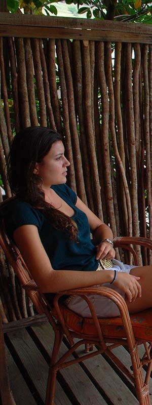 Cliente satisfaite se relax sur la terrace